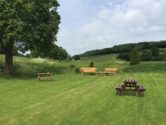 The Black Horse Inn, Your Classic Country pub in Chesham. Our spacious garden.